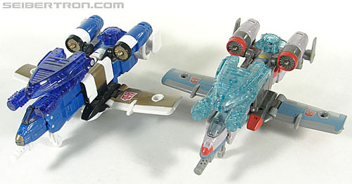 Transformers Universe - Classics 2.0 Skydive (Image #37 of 118)