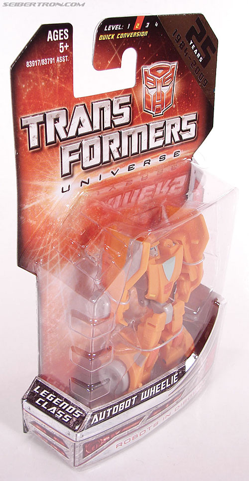 Transformers Universe - Classics 2.0 Wheelie (Image #3 of 75)