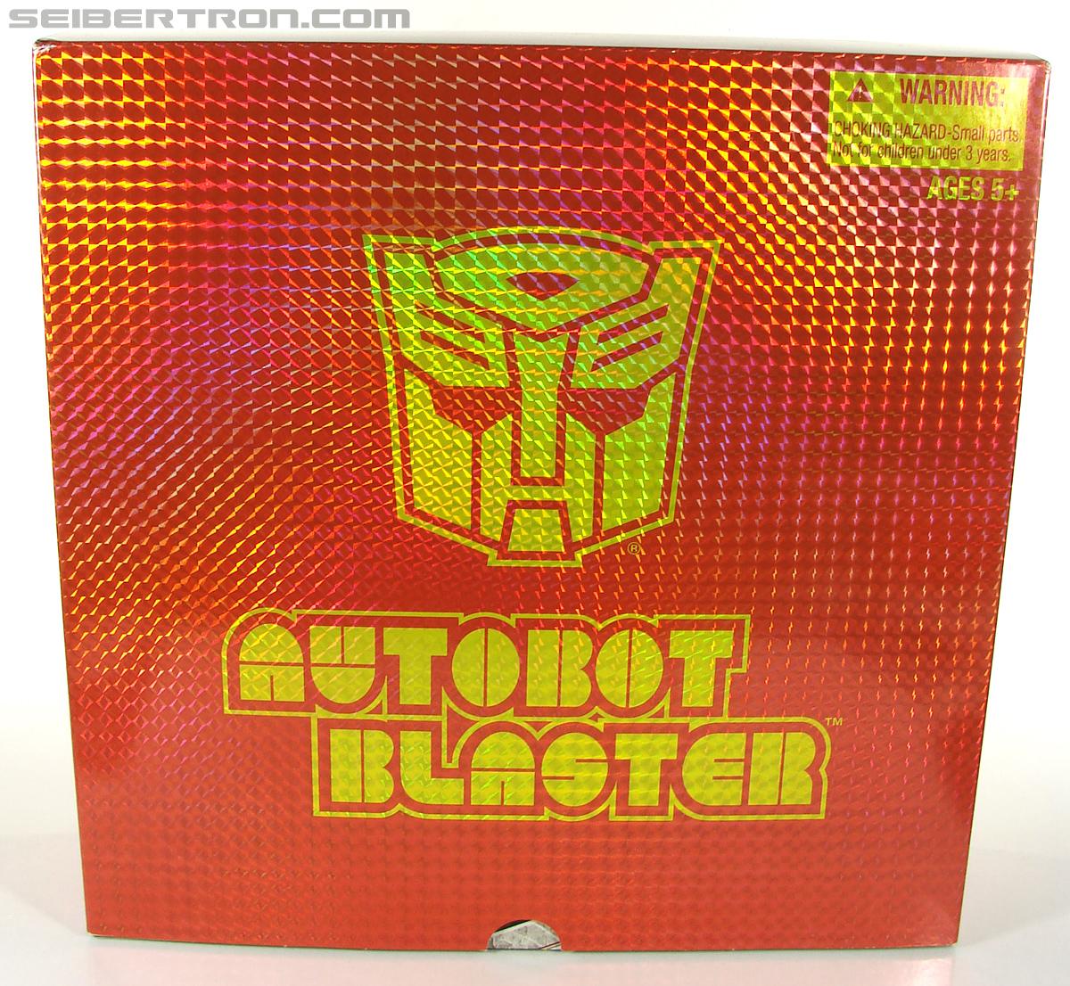 Transformers Universe - Classics 2.0 Blaster (Image #1 of 210)