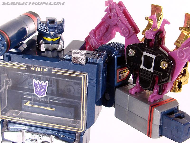 Transformers Universe - Classics 2.0 Soundwave (Reissue) (Image #100 of 114)