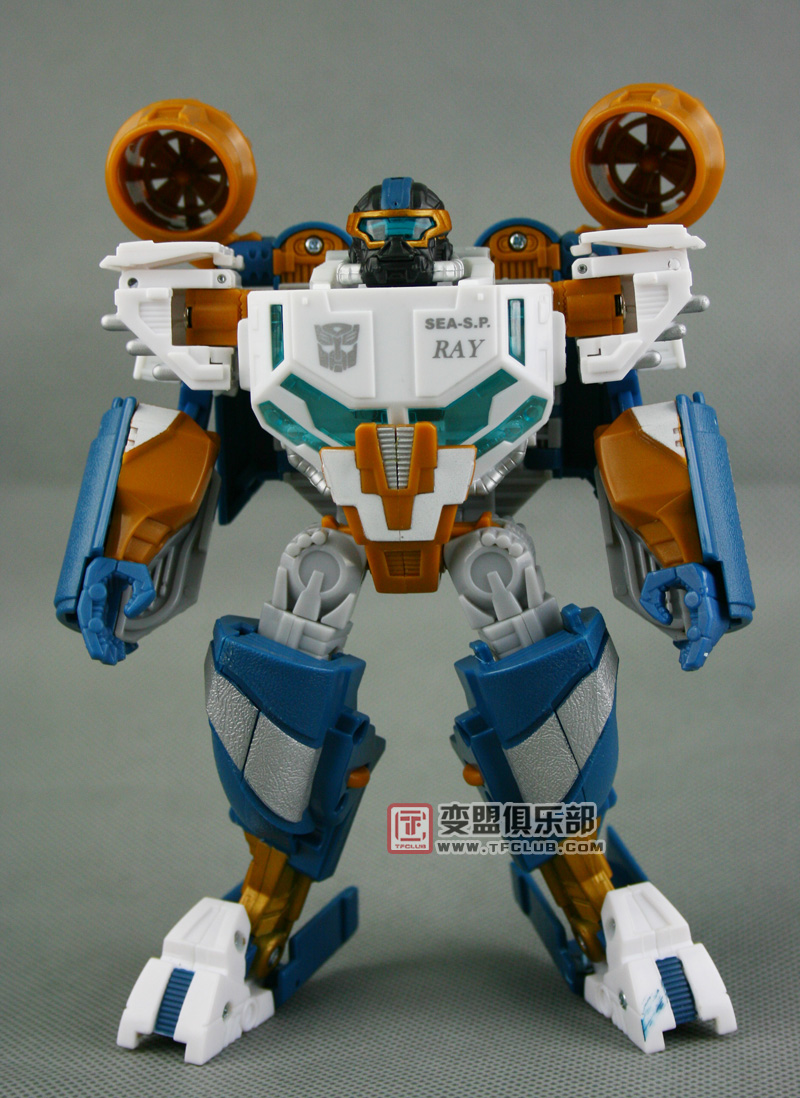 In Depth Gallery Of Voyager Seaspray Transformers