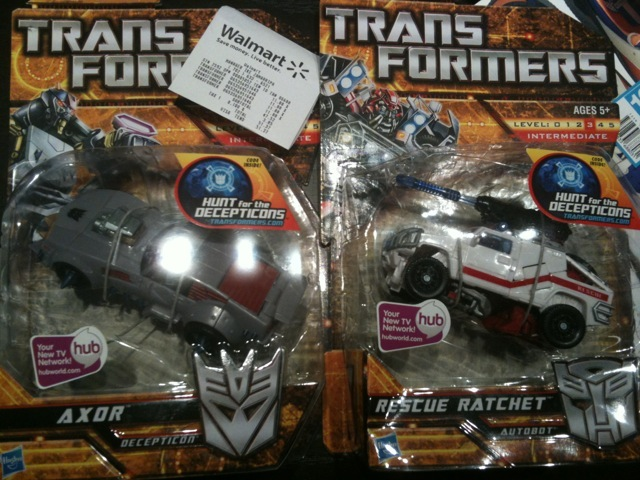 Hunt for the decepticons axor and rescue ratchet at retail for Axor transformers