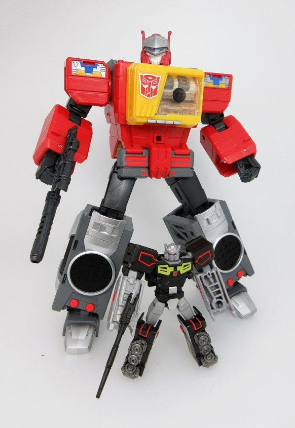 Takara Tomy Transformers Legends LG-27 Blaster BROADCAST ACTION FIGURE LG27