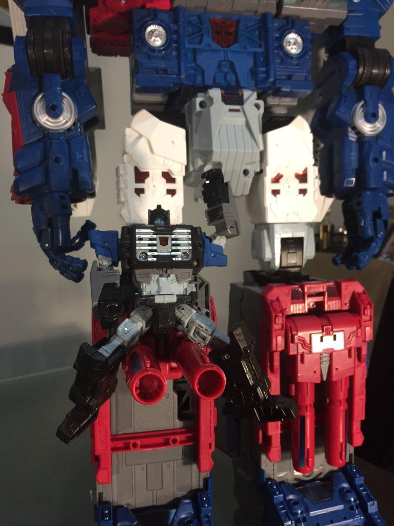 Transformers News: Transformers Titans Return Fortress Maximus In-Hand