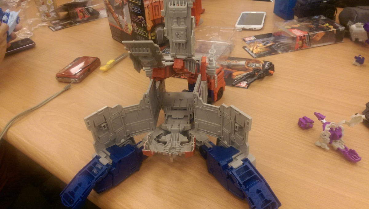 Transformers News: In-Hand - Transformers Titans Return Deluxes, Titan Masters, Fortress Maximus, Voyagers and More