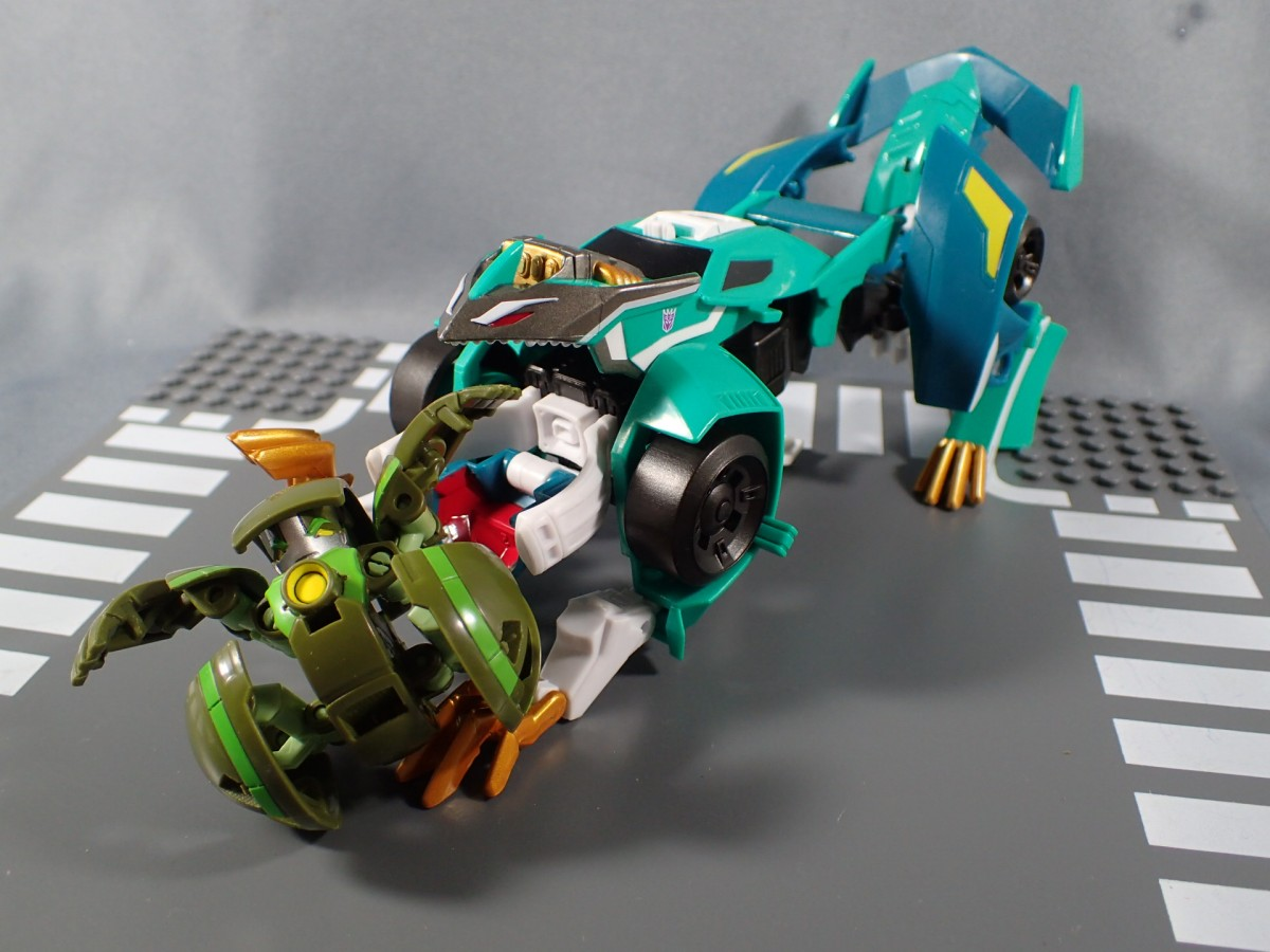 Transformers News: TakaraTomy Transformers Adventure: TAV-47 Crazybolt In And Out Of Packaging