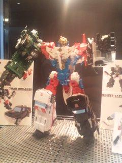 Transformers News: Unite Warriors EX Sky Reign Revealed, UW Ratchet confirmed