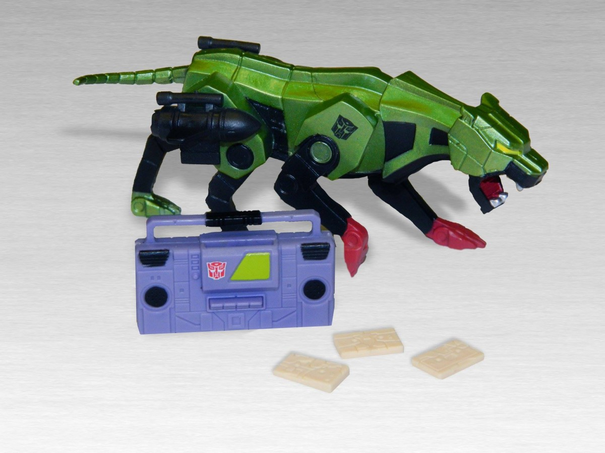 Transformers News: Transformers / G.I. Joe Collectors' Club Exclusive Blackcat, Toaster, G2 Megatron, Ratbat In Hand