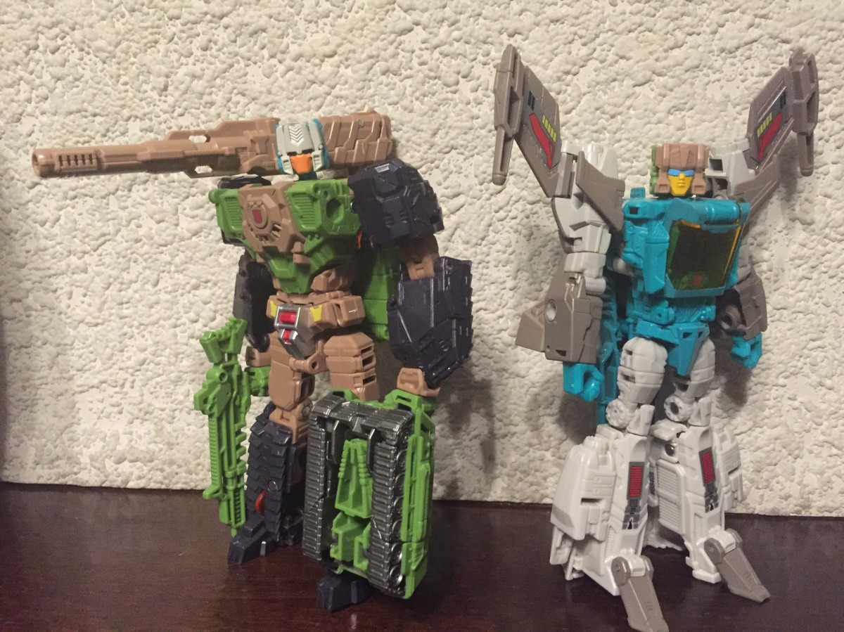 Transformers News: In-Hand Comparison - Transformers Titans Return and Walgreens Deluxe Brainstorm [Updated]
