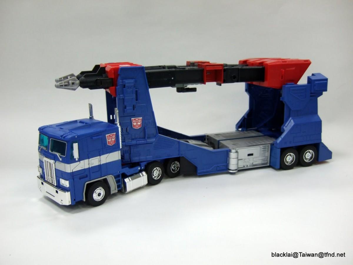 Transformers News: In-Hand Images - TakaraTomy Transformers Masterpiece MP-31 Delta Magnus