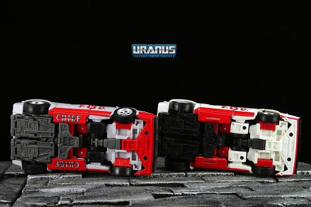 Transformers News: New In Hand Images of Masterpiece MP-14+ Red Alert with Comparison