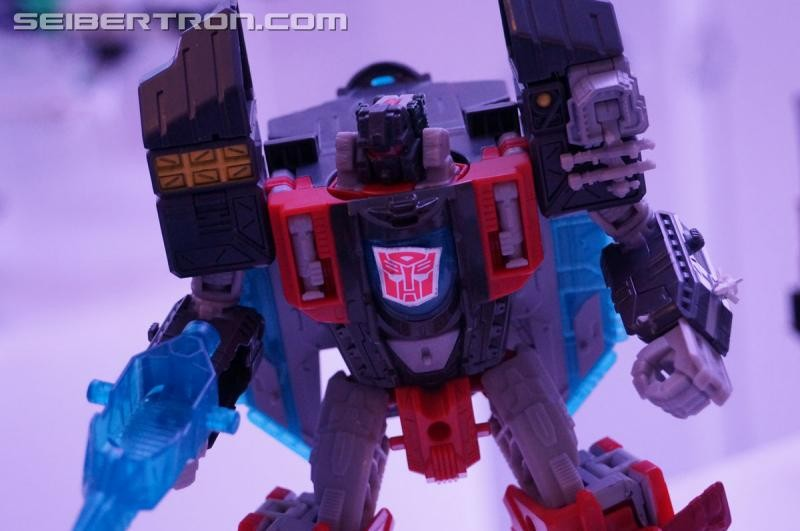 Transformers News: NYCC 2016 Images of Transformers Titans Return Sky Shadow and Broadside from Hasbro Preview Night