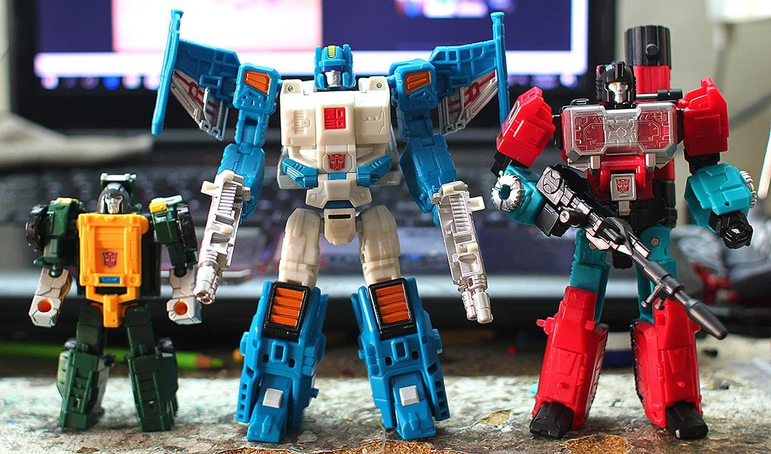 Transformers News: New In Hand Photos of Titans Return Krok, Topspin, Quake, Roadburn and More