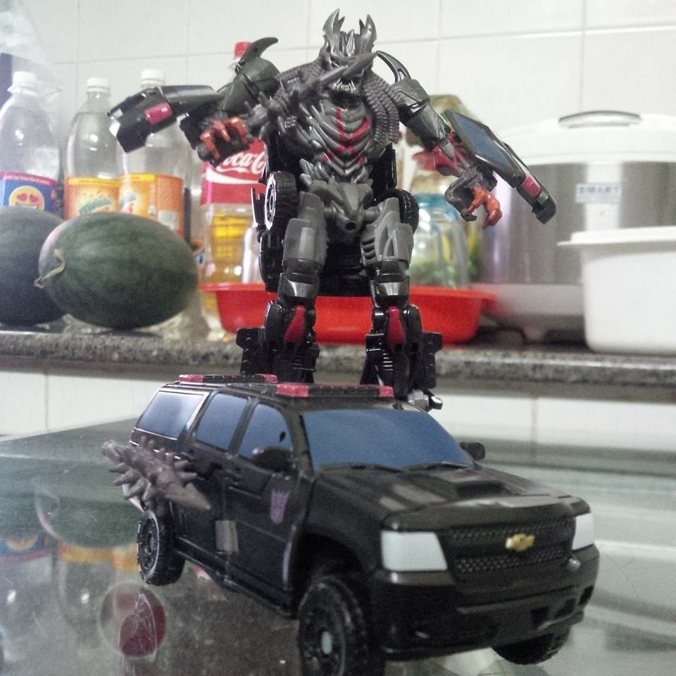 JOUETS - Transformers 5: The Last Knight - Page 3 1485446061-beserker-02