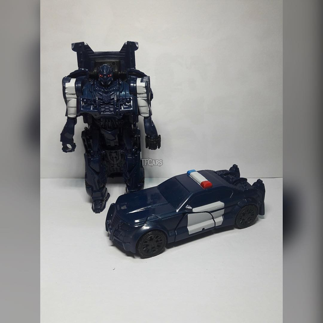 Transformers News: New Image of Transformers: The Last Knight One-Step Barricade