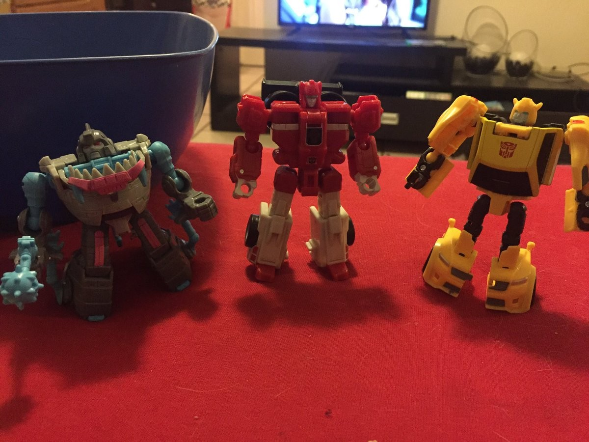 Transformers News: Scale Comparison for Titans Return Fastclash and Titan Master Compatibility Revealed