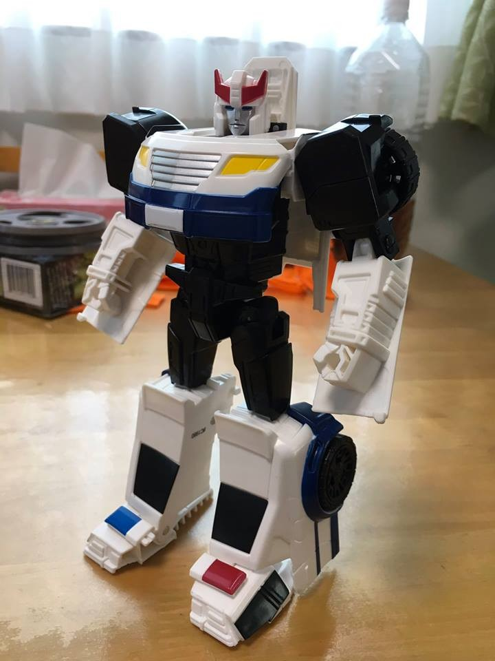 Transformers News: In Hand Images of the New Prowl and Jetfire Figures from the Generations Cyber Battalion Line