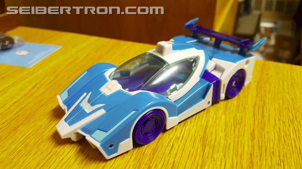 Transformers News: Pictorial Review of Robots in Disguise Warrior Soundwave and Blurr