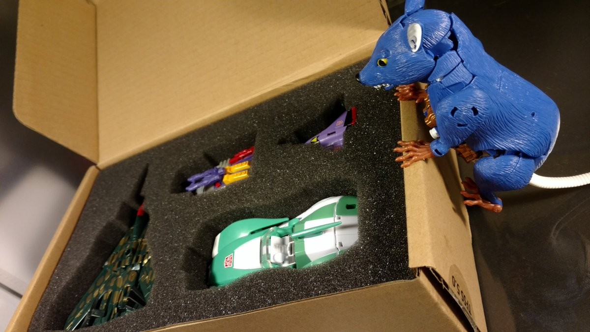 Transformers News: In-hand images of TFCC Lifeline, Fractyl, Scorponok and Quickslinger