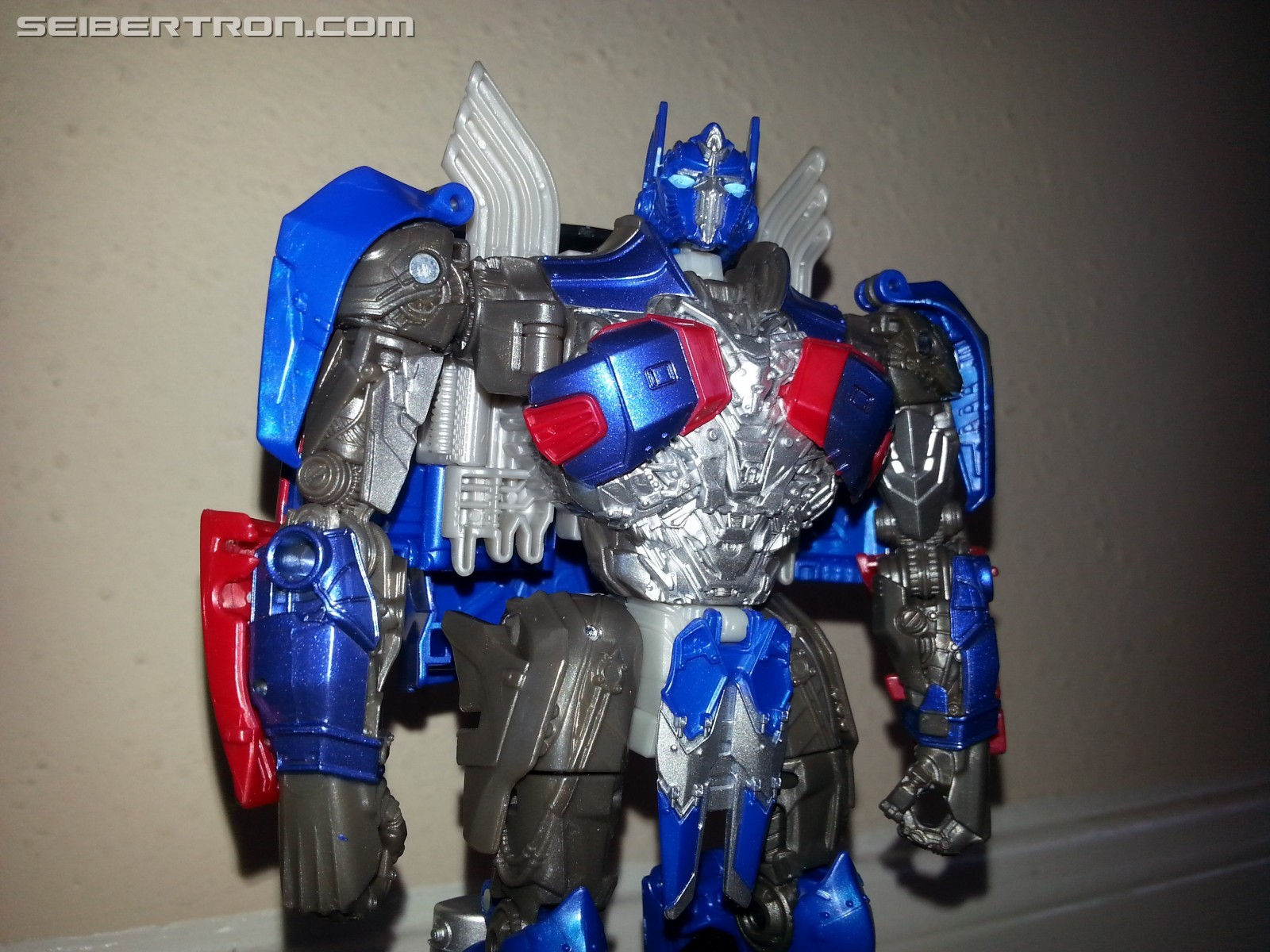 pictorial review of transformers: the last knight voyager optimus prime