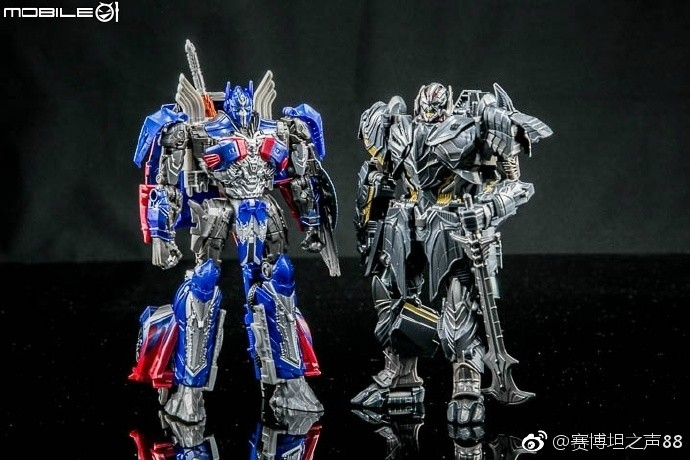 New In Hand Images Of Voyager Megatron From Transformers