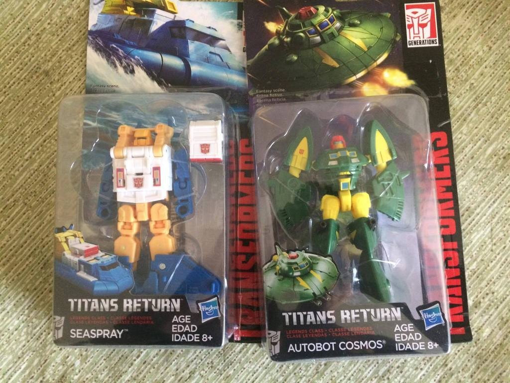Transformers News: In-Hand Image of Transformers Titans Return Seaspray and Cosmos