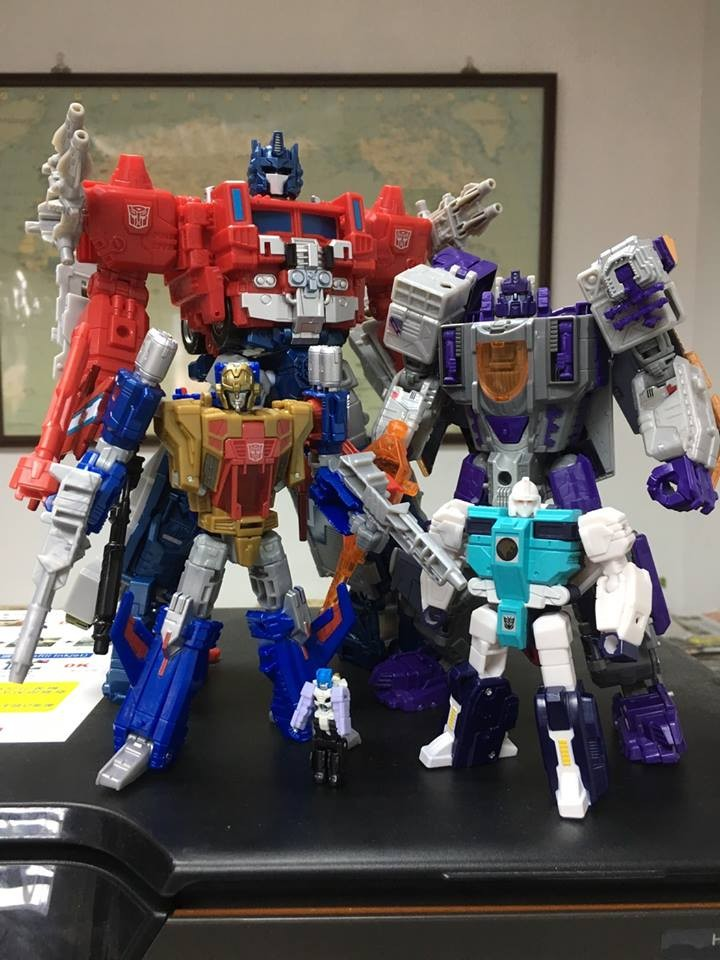 Transformers Titans Return Siege on Cybertron Strength Force In-Hand