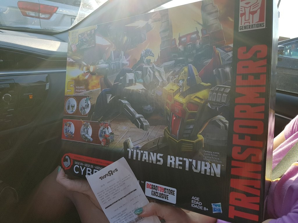 Transformers News: Transformers Titans Return Trypticon and Seige on Cybertron Fond at Toysrus in Canada