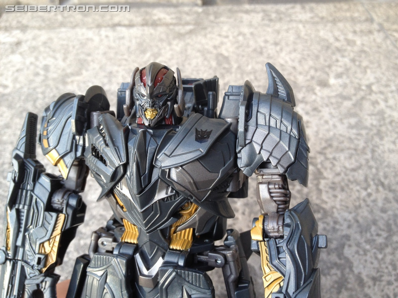 Transformers News: Leader vs Voyager: Which is the better Megatron Figure from Transformers the Last Knight