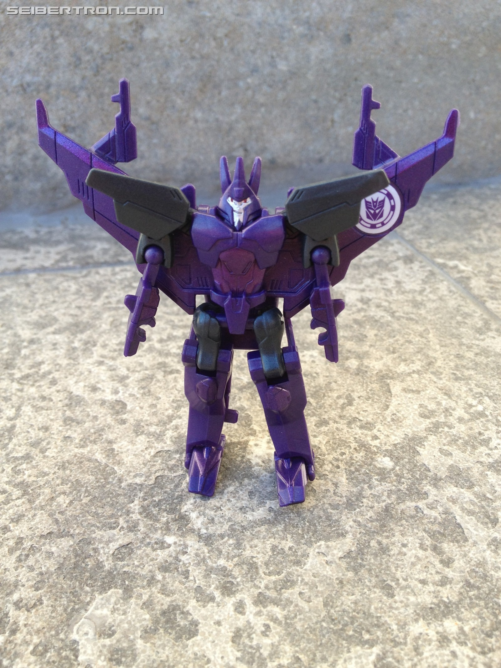 Transformers News: Pictorial Review of Transformers: Robots in Disguise Legion Cyclonus and Heatseeker