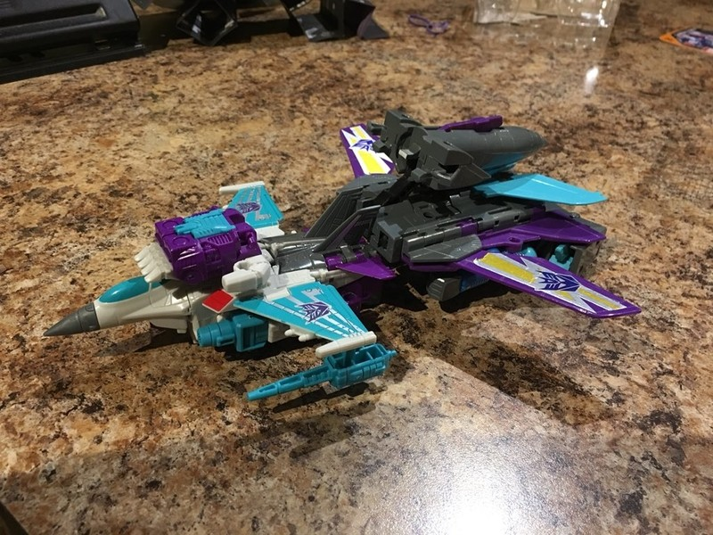 Transformers News: Wave 1 Deluxes from Transformers Power of the Primes Found at US Retail + In Hand Images of  Dreadwi