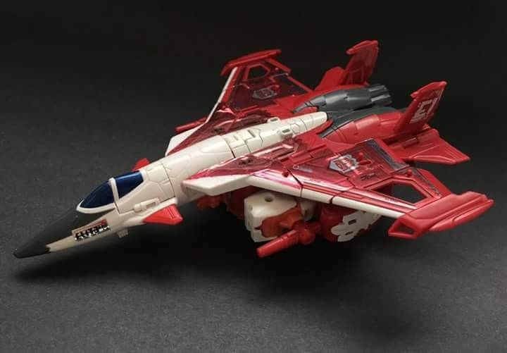 Transformers News: In-Hand Images of Transformers Power of the Primes Elita-1