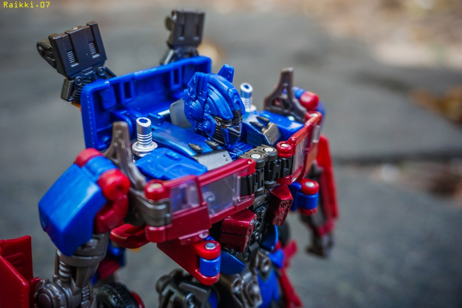 Transformers News: In-Hand Images and Video Review of Transformers Studio Series 05 Optimus Prime and 06 Starscream