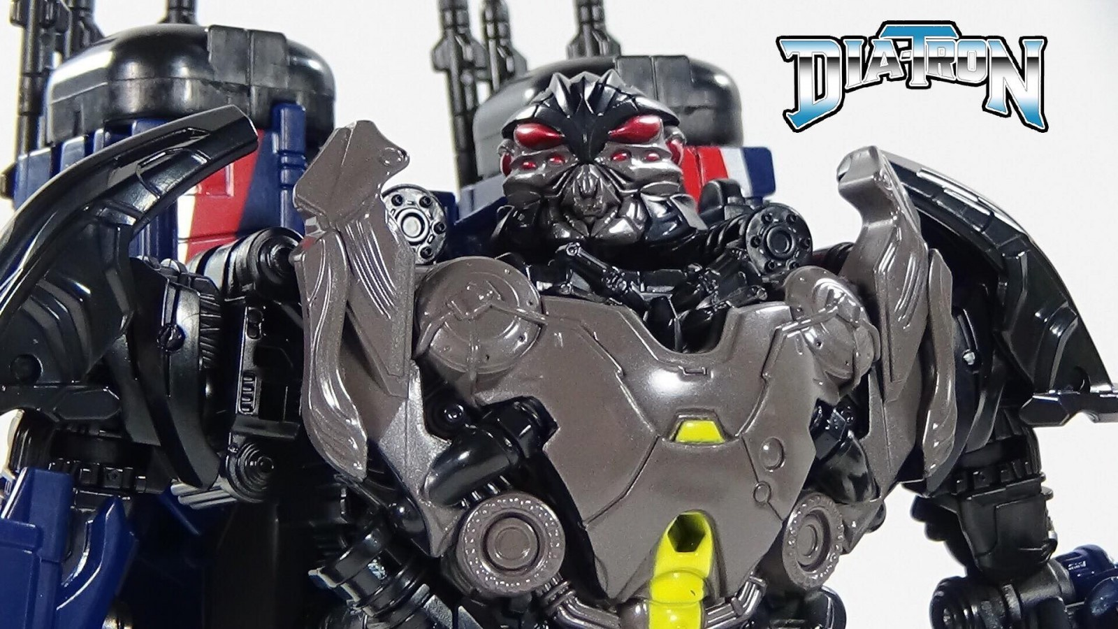 Transformers News: Video Review and Comparison of Transformers Studio Series 09 Thundercracker
