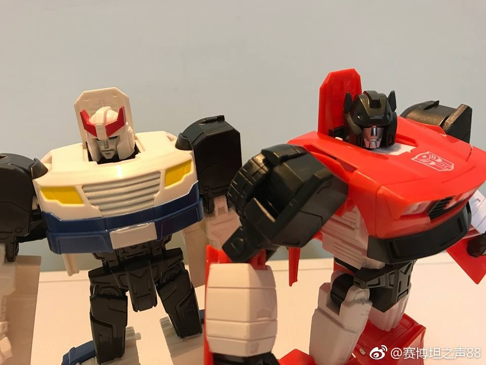 Transformers News: In Hand Images of Transformers Generations Cyber Battalion Sideswipe