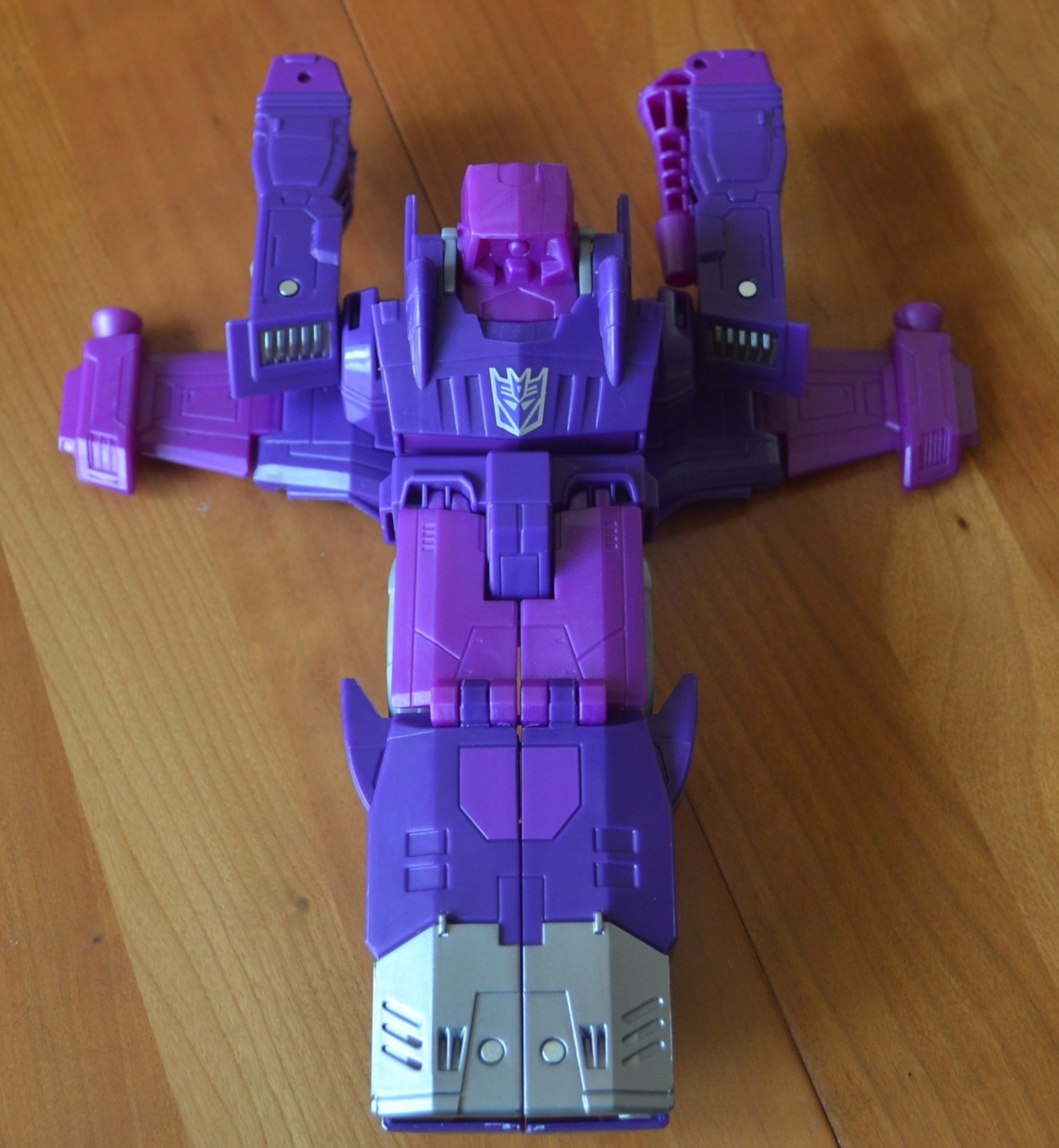 Transformers News: In Hand Images of Cyber Battalion Shockwave and Sideswipe Showing Poseability and Alt Modes
