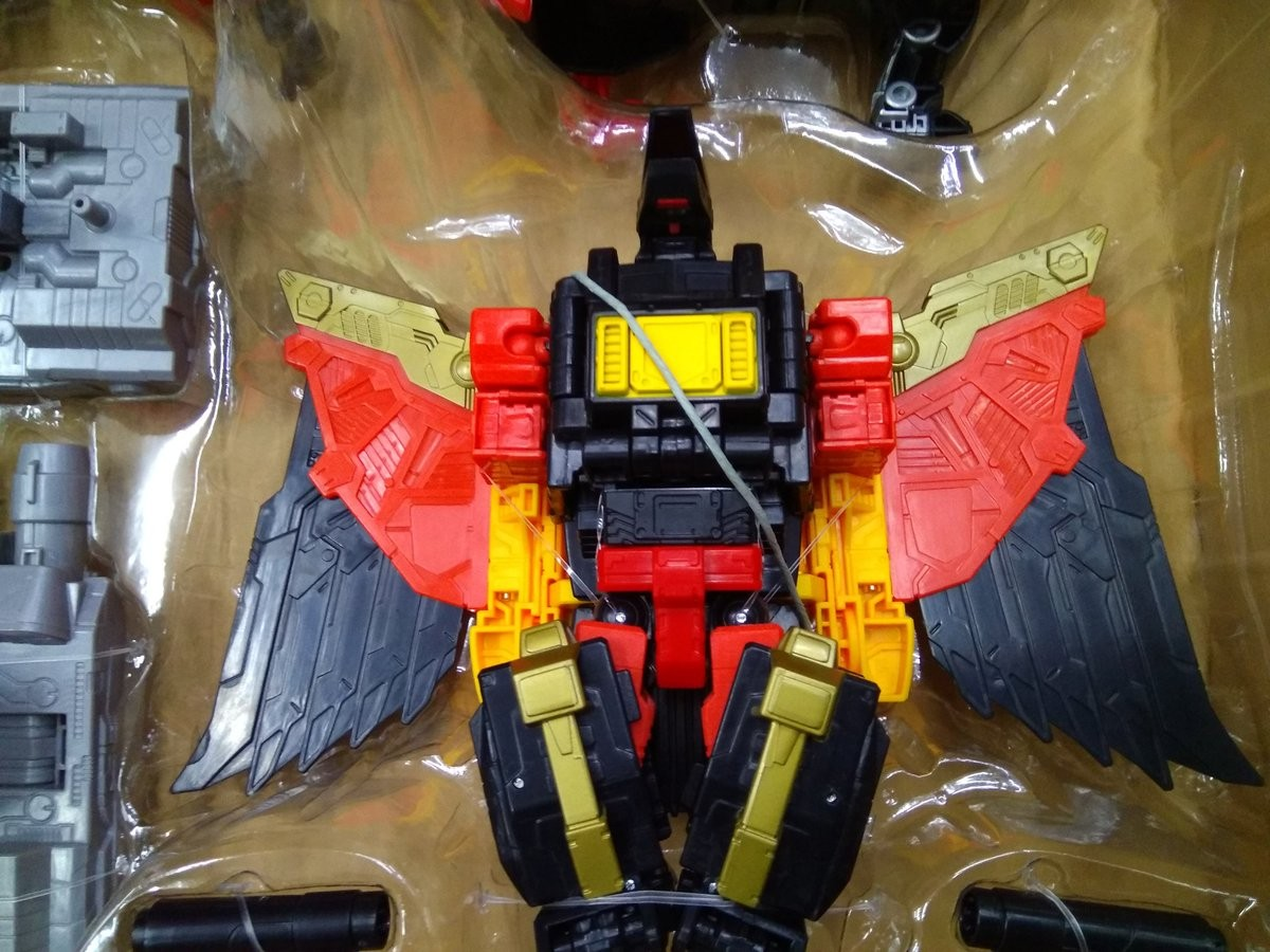Transformers News: In-Hand Images of Transformers Power of the Primes Predaking