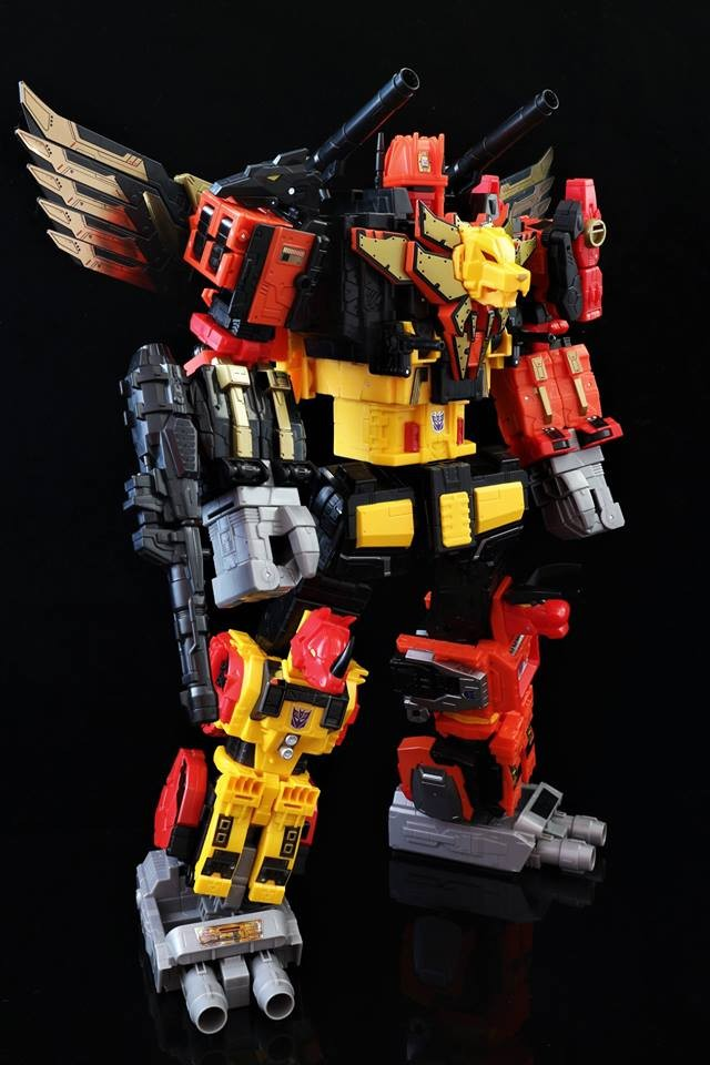 Transformers News: High Quality In Hand Images of Power of the Primes Predaking and Individual Predacons