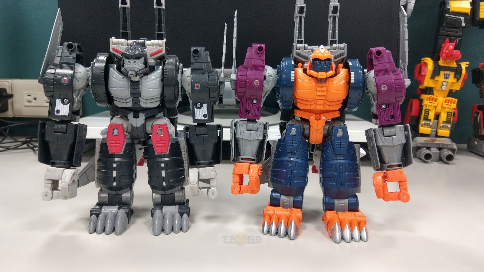 Transformers News: Transformers Power of the Primes San Diego Comic Con Throne of the Primes Pictorial and Video Review