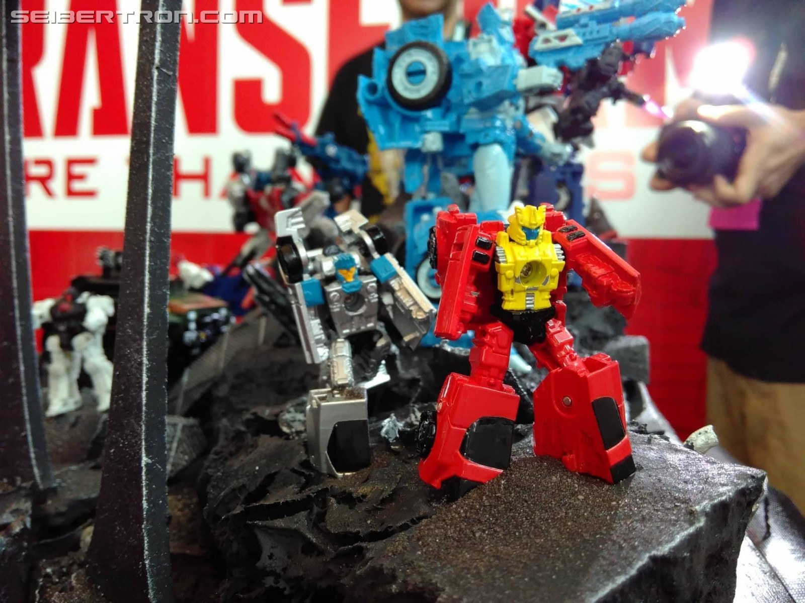Transformers News: War for Cybertron: Siege Toys on Display at SDCC 2018 with Ultra Magnus, Hound, Ironhide and More