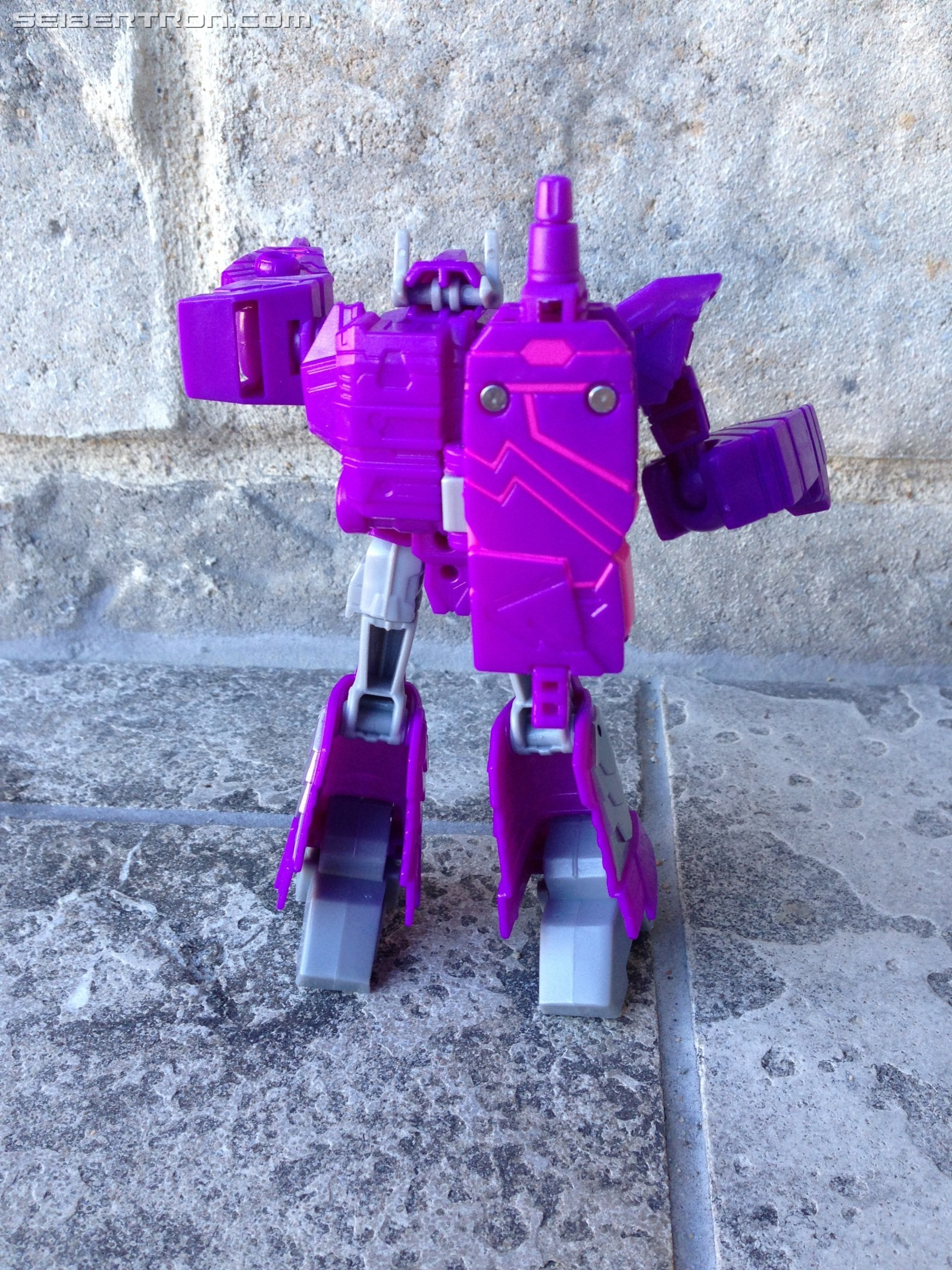 Transformers News: Pictorial Review for Transformers Cyberverse Warrior Shockwave