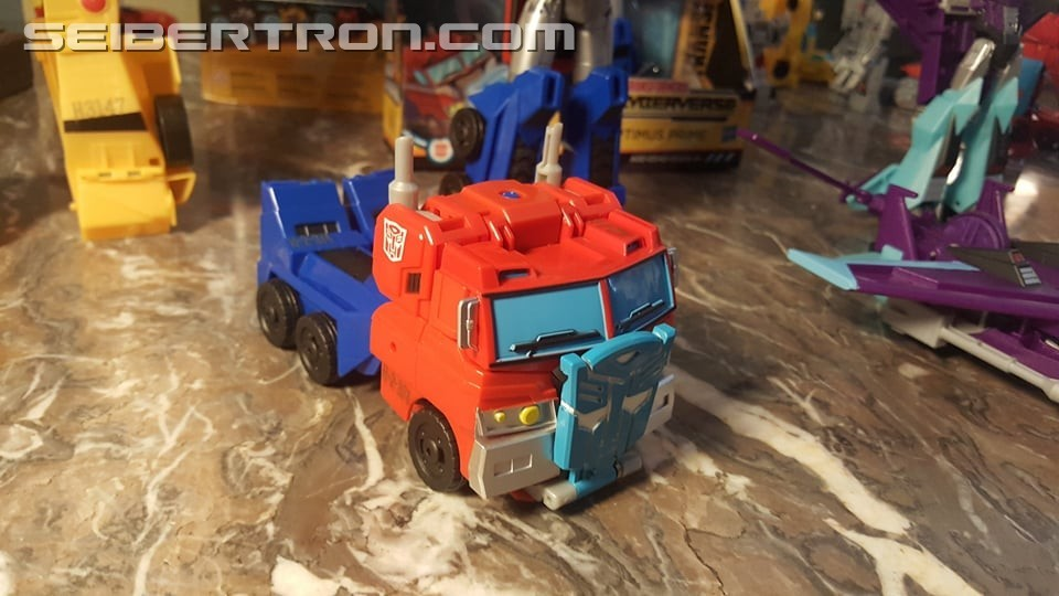 Transformers: Cyberverse - Jouets - Page 5 1538660990-cy2