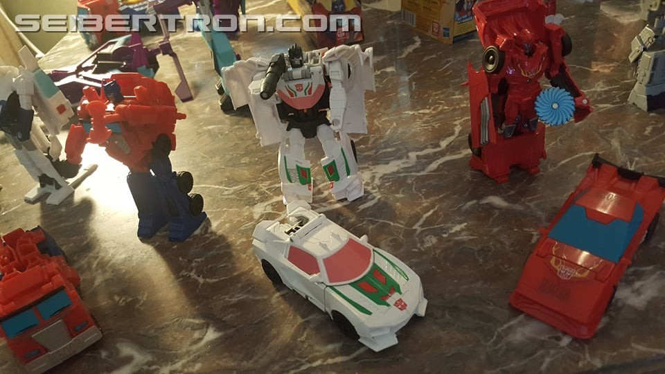 Transformers: Cyberverse - Jouets - Page 5 1538660990-cy4