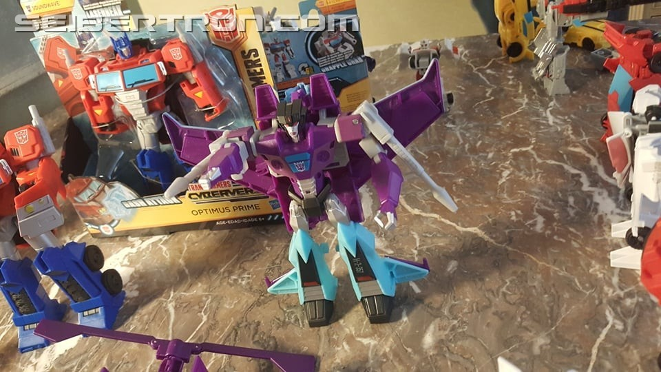 Transformers: Cyberverse - Jouets - Page 5 1538660991-cy7