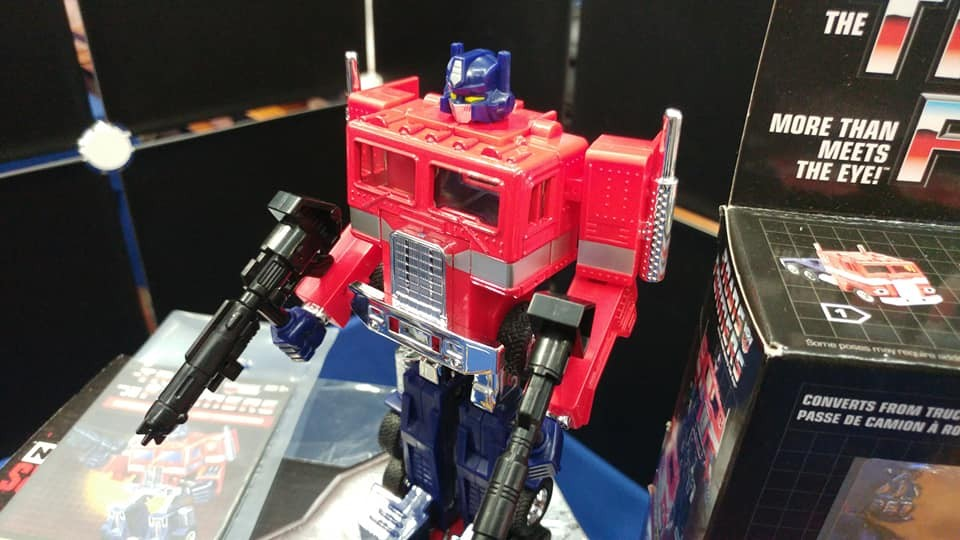 Transformers News: First look at G1 reissue Optimus Prime out of box