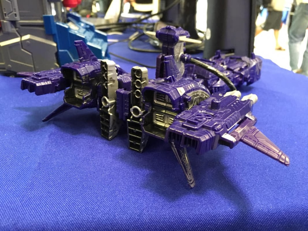 Transformers News: New In-hand Images of Transformers War for Cybertron: Siege Leader Class Ultra Magnus and Shockwave