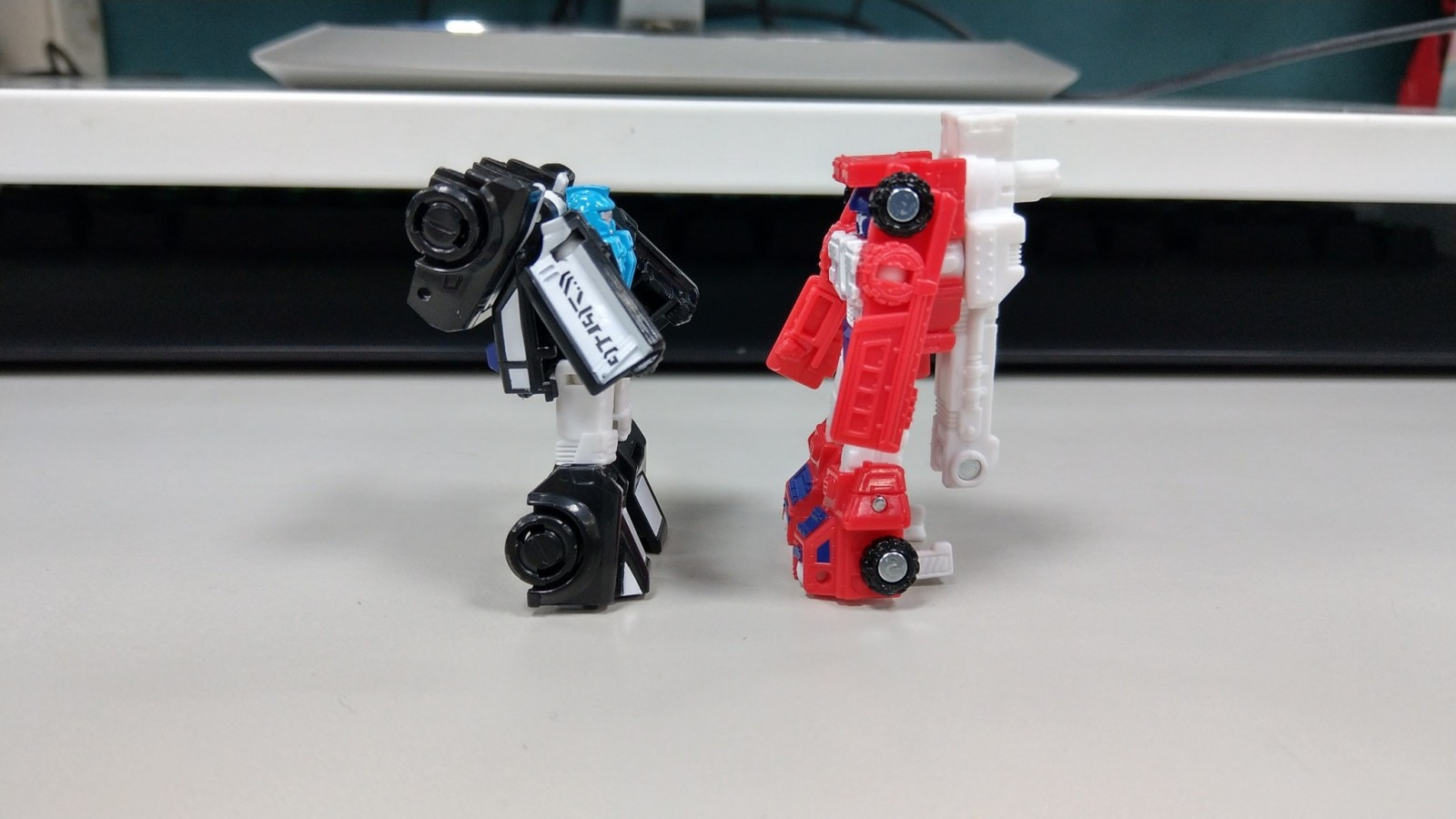 Transformers News: In Hand Images of Transformers Siege Wave 2 Micromasters