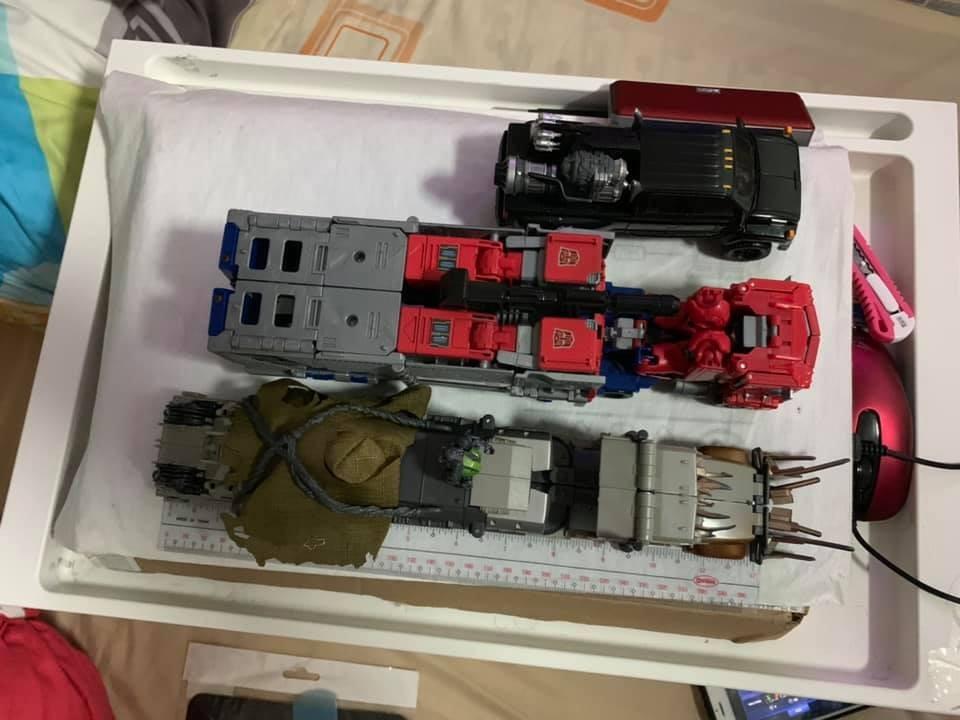 Transformers News: Comparison Images Between Studio Series Leader Megatron and Voyager Megatron