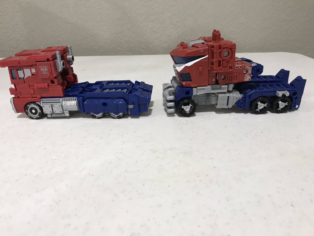 Transformers News: New In-Hand Images and Comparisons - Transformers War for Cybertron: Siege Galaxy Upgrade Optimus Pr