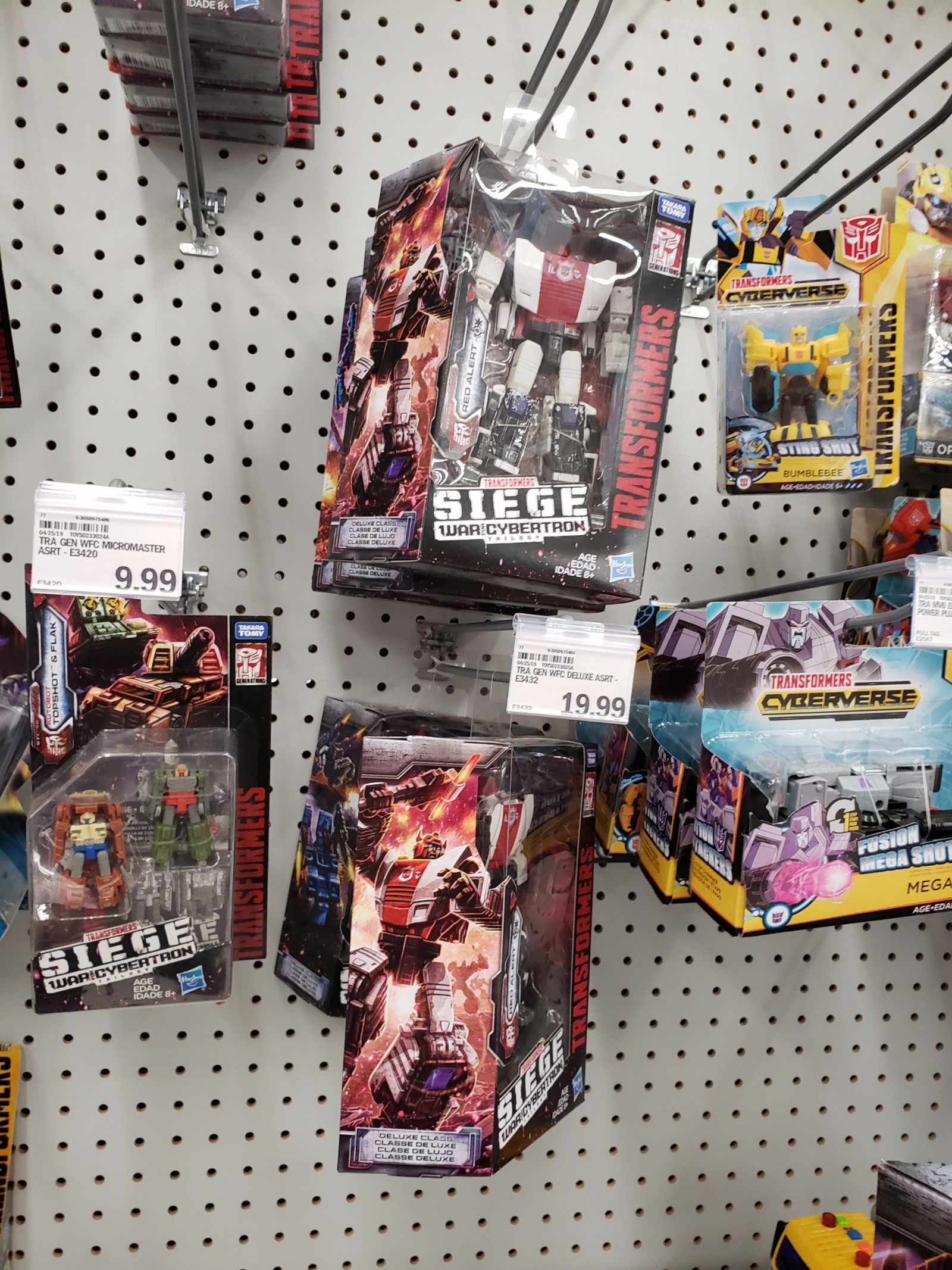 Transformers News: Transformers: War for Cybertron: Siege Wave 3 Deluxes Found at Wal-Marts Across the US